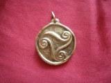 Pendentif médaillon triskel grand modèle bronze
